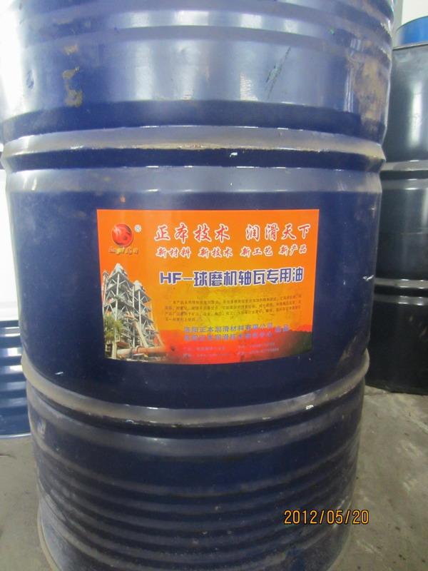 该产品采用精制优良润滑油,添加多种高效复合添加剂精制而成。它具有抗磨、耐高温、耐氧化、成膜牢固等优点。它能最快的修复拉丝,减少磨损、降低轴瓦温度。该产品广泛用于矿山、冶金、电力、化工、水泥等行业磨矿、磨煤、磨料等双滑履磨机及一般磨机上使用。